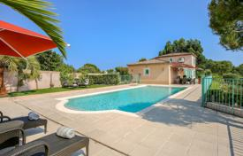 4 bedroom villas and houses to rent in Côte d'Azur (French Riviera). Les Hauts de Biot