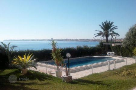 Luxury houses with pools for sale in Costa Blanca. 1st line villa