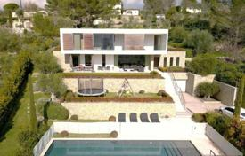 Luxury 5 bedroom houses for sale in Chateauneuf-Grasse. Villa – Chateauneuf-Grasse, Côte d'Azur (French Riviera), France