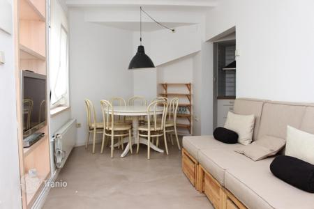 Cheap 3 bedroom houses for sale in Catalonia. Remodeled house in the center