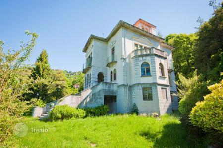 Luxury property for sale in Brunate. Splendid Liberty-style Villa to renovate
