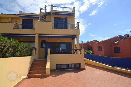 4 bedroom apartments for sale in Canary Islands. Beautiful Corner House by the sea in Meloneras