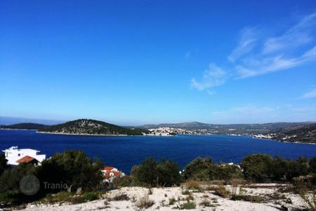Coastal land for sale in Sibenik-Knin. Building plot in the center of Razanj
