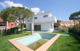 Cozy villa with a private garden, a pool, a terrace and a sea view, Calahonda, Spain for 549,000 €