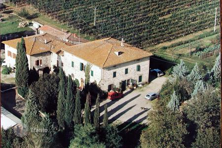 Luxury property for sale in Castelnuovo Berardenga. Countryside villa in Castelnuovo Berardenga