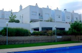 Coastal townhouses for sale in Catalonia. Terraced house – Lloret de Mar, Catalonia, Spain