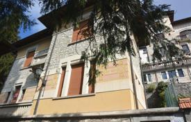 Cozy cottage with a mezzanine, a garden and lake views, Varese, Lombardy, Italy for 480,000 €