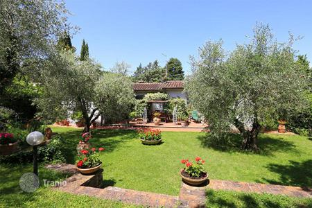 2 bedroom houses for sale in Tuscany. Detached villa for sale in Tuscany