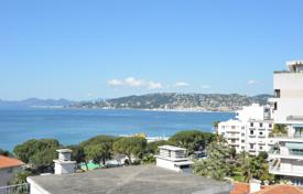 1 bedroom apartments for sale in Côte d'Azur (French Riviera). One-bedroom apartment with beautiful sea views in Juan les Pins