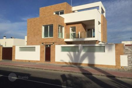 Houses for sale in Mil Palmeras. Detached villa of 4 bedrooms with private pool, sea views, garden and lift in Mil Palmeras