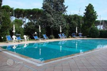 Apartments with pools for sale in Abruzzo. Beautiful sea front apartment with communal swimming pool in Pineto