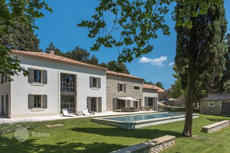 Residential for sale in Bouches-du-Rhône. Maussanes-les-Alpilles — Contemporary farmhouse