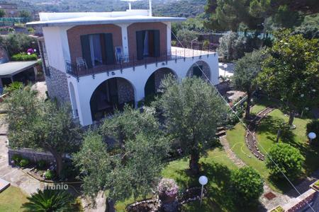 Houses for sale in Massa Lubrense. SORRENTO in scenic area close to the center offer for sale real estate for residential complex made ​​up of TWO VILLAS 520 m², 16[…]