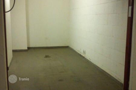 Warehouses for rent in Lombardy. Box near Duomo