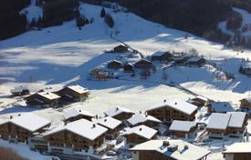 3 bedroom apartments for sale in Auvergne-Rhône-Alpes. Penthouse with a balcony, in a new residence, on a ski slope, 5 minutes drive from the center of Megeve, France