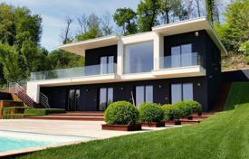 Luxury houses with pools for sale in Italian Lakes. Villa – Padenghe sul Garda, Lombardy, Italy
