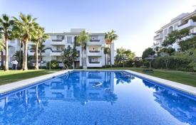 Cheap 3 bedroom apartments for sale in Andalusia. Wonderful Apartment in Selwo Hills, New Golden Mile, Estepona