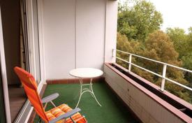 Property for sale in North Rhine-Westphalia. Comfortable apartment with a balcony, near the park and the Rhine promenade, Dusseldorf, Germany