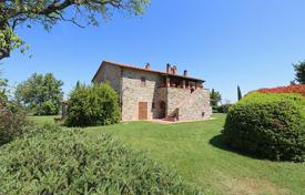 Houses with pools for sale in Umbria. Ancient farmhouse