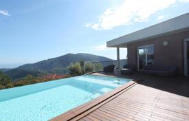 3 bedroom houses for sale in France. Californien villa with sea view and swimming pool