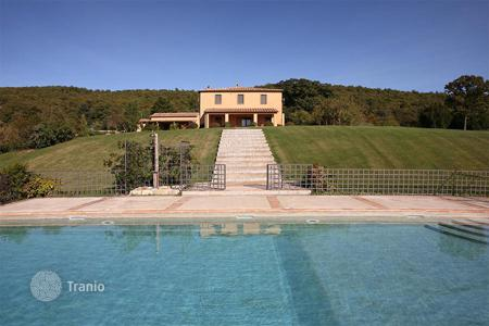 Villas and houses for rent with swimming pools in Tuscany. EXCLUSIVE VILLA IN SAN CASCIANO DEI BAGNI