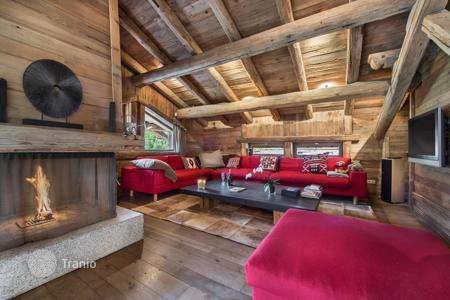 Chalets for rent in Megeve. Traditional chalet with a fireplace, a cinema room and a sauna, near the slopes and the ski lifts, Megeve, France