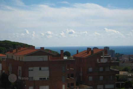 Residential for sale in Tiana. House for sale in Tiana, CENTER! Close to all amenities such as libraries, shops. Beautiful sea view! Just 10 minutes from the beach!