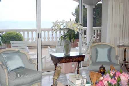 4 bedroom houses for sale in Cap d'Ail. Cap d'Ail villa with a panoramic sea view