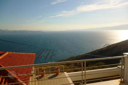 Houses with pools by the sea for sale in Trikala. Cosy villa with panoramic views of the sea on the island of Evia