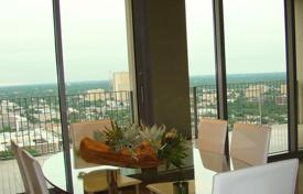 Property for sale in Dallas. Apartment with a terrace and a view of the city, in a residence with a roof-top pool, a fitness center and a concierge, Dallas, Texas, USA