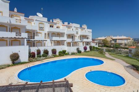 Apartments with pools for sale in Portugal. Bright and stylish apartment in Olhos de Agua