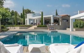 Luxury houses for sale in Chateauneuf-Grasse. Cannes backcountry — Superb family property