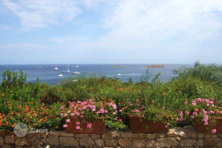 Luxury residential for sale in Sardinia. Luxury villa for sale in Porto Cervo, Piccolo Pevero