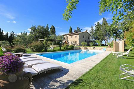 Luxury 5 bedroom houses for sale in Tuscany. Detached property in Tuscany