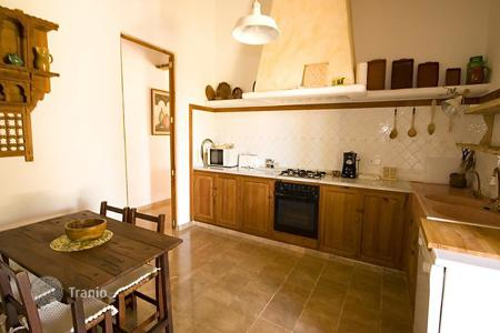 Townhouses to rent overseas. Terraced house – Porto Cristo, Balearic Islands, Spain