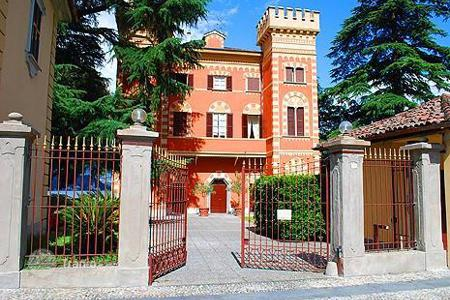 Coastal property for sale in Lombardy. Beautiful apartment a stone's throw from Lake Como