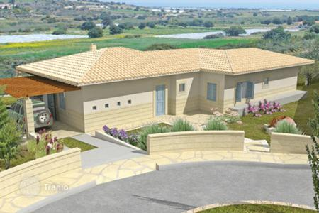 Houses with pools by the sea for sale in Maroni. Villa – Maroni, Larnaca, Cyprus