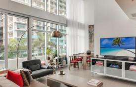 Apartments with pools for sale in North America. Duplex apartment with panoramic windows and a spacious balcony, Miami, Florida, USA