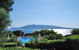Houses with pools by the sea for sale in Tuscany. Villa – Ansedonia, Tuscany, Italy