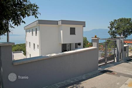 Apartments with pools for sale in Rijeka. Spacious apartment with a terrace overlooking the sea and the Kvarner Bay, in a complex with swimming pool, in Kostrene, Croatia