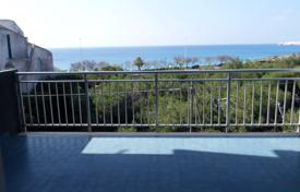 Apartments for sale in Apulia. For sale: Apartment sea front in Gallipoli at 100 mt from the beach