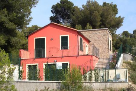 Residential for sale in Diano Castello. We are delighted to offer for sale a new villa only 4 km from the sea, in Liguria