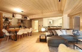 3 bedroom apartments for sale in Auvergne-Rhône-Alpes. Modern apartment with a terrace, in a new residence, 100 meters from the center of the resort and the ski lifts, Courchevel, France