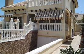 4 bedroom houses for sale in Valencia. Playa Flamenca, Orihuela Costa, Villa with surface of 170 m², plot of 300 m², 4 bedrooms 3 bathrooms