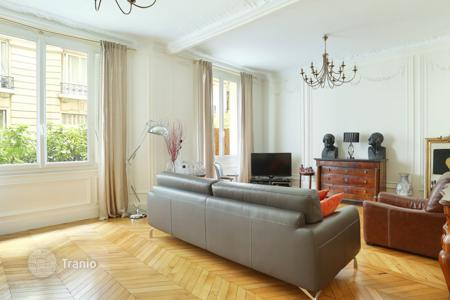 4 bedroom apartments for sale in 16th arrondissement of Paris. Trocadero — Beautiful Family Apartment