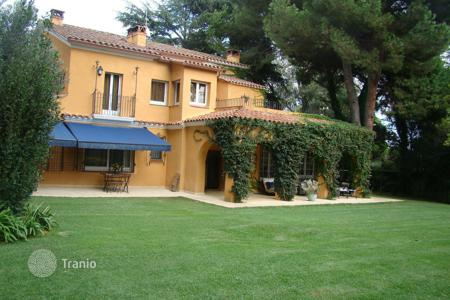 Villas and houses with pools to rent in Catalonia. Villa - Barcelona, Catalonia, Spain