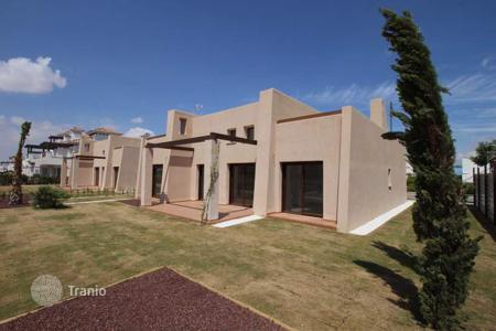 Residential for sale in El Albujón. 4 bedroom villa with 400 m² private plot first line golf in Mar Menor Golf Resort