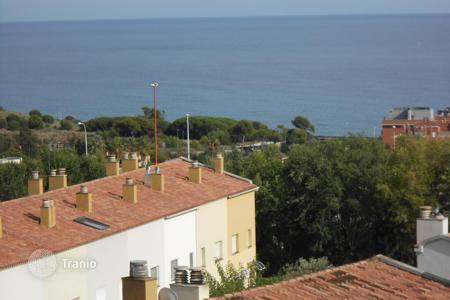 Townhouses for sale in Montgat. House for sale with parking incluided and lovely sea and montain views!