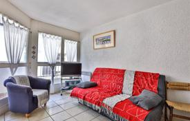 2 bedroom apartments for sale in Aquitaine-Limousin-Poitou-Charentes. Two-bedroom apartment near the beach, in Saint-Jean-de-Luz, Aquitaine, France