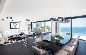 Luxury apartments with pools for sale in Côte d'Azur (French Riviera). Elite penthouse with two terraces, a pool and sea views in a prestigious residence, Californie Pezou, Cannes, France
